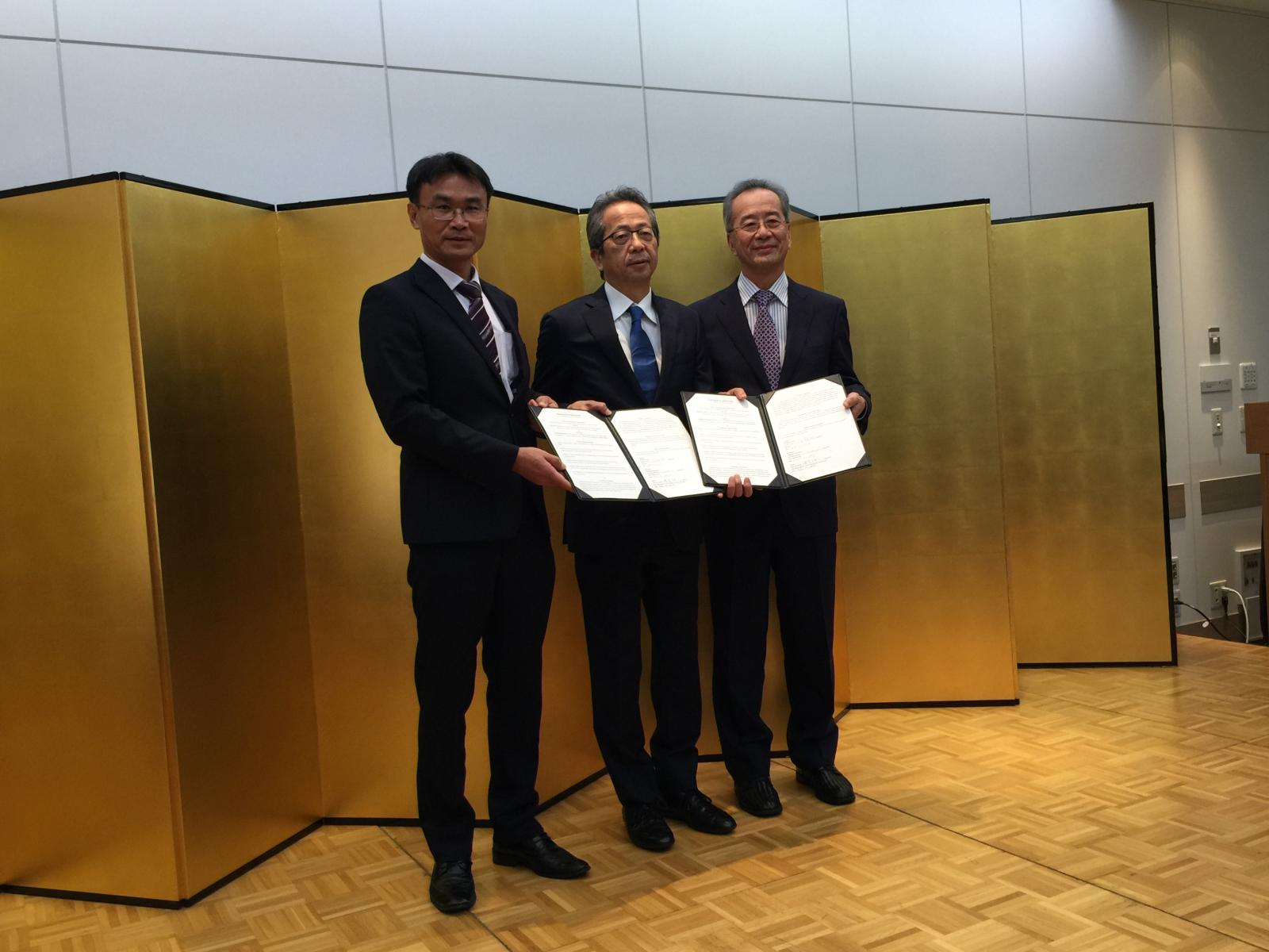 Taiwan's government is happy to see MITAGRI sign a Memorandum of Cooperation with the Farmind Corporation, a major sales channel into Japan, and they believe that we will soon see even more exports of premium Taiwan agriproducts to Japan, thereby raising farmers' incomes.