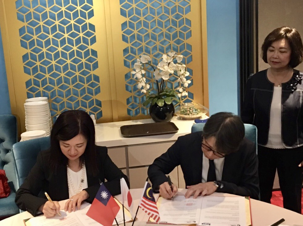 The Commerce Development Research Institute (CDRI) signed a Memorandum of Understanding (MOU) with Isetan of Japan.