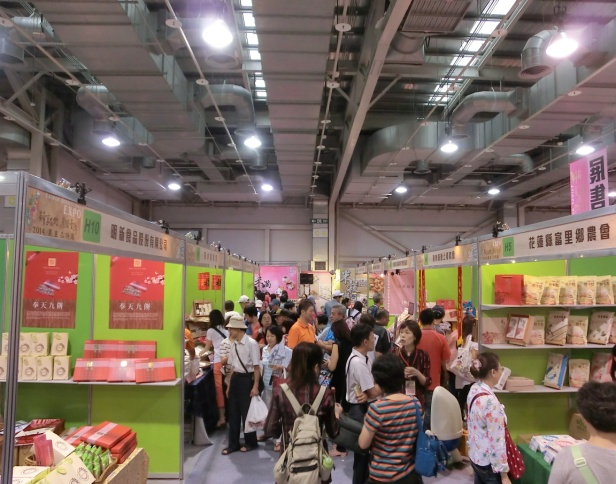 Agro-product Special Exhibition – crowd in sales area