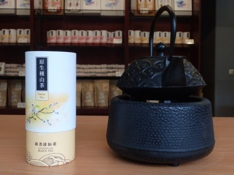 Picture 10: Shi-shen Cun Black Tea expands multiple marketing channels by redesigning product packaging and setting up retail shops.